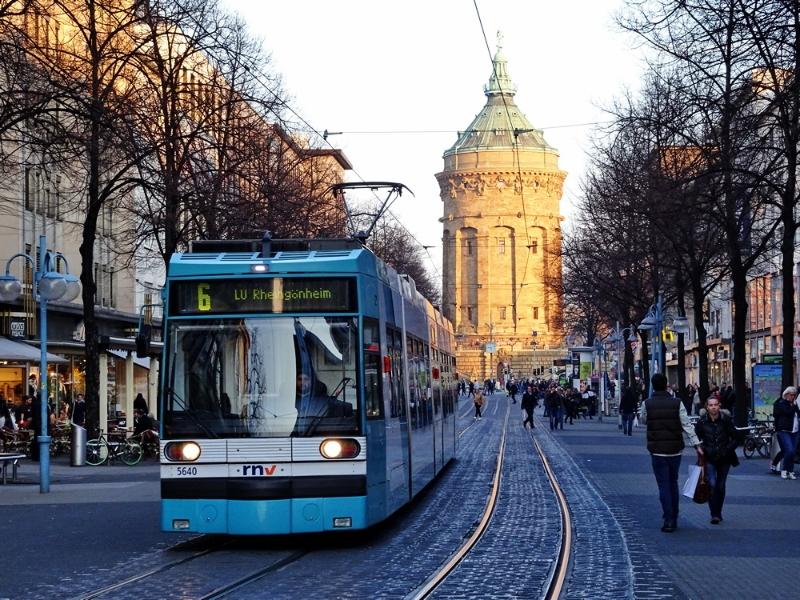 Mannheim - Straßenbahn, Planken und Wasserturm