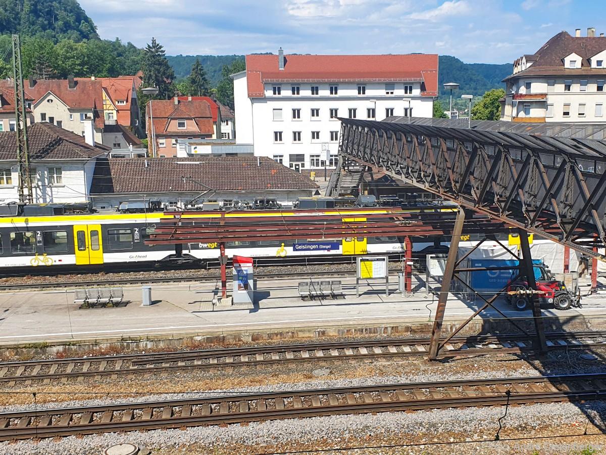 Geislingen/Steige Bahnhof mit Übergang