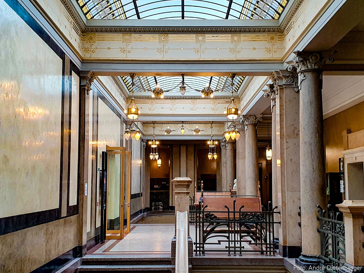 Art-Deco Treppenhaus der Universitätsbibliothek  Heidelberg