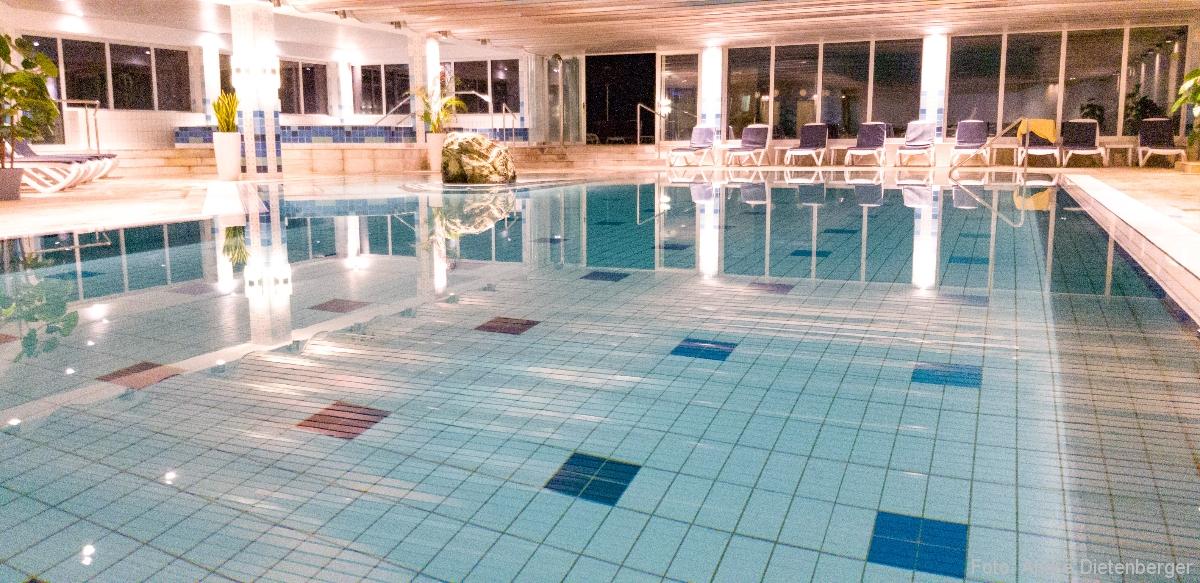 Badischer Hof - Hotelpool innen
