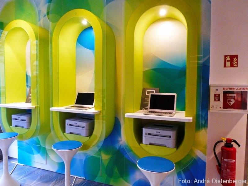 Prizeotel Hamburg - Internet Terminals