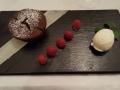 Steigenberger - Schokoladenkuchen mit Buttermilcheis / Himbeeren / Salz-Karamelstreusel