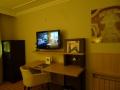 Steigenberger - Schreibtisch und TV