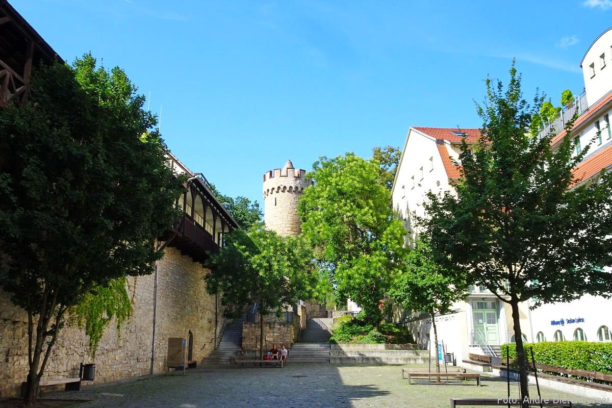 Stadtmauer mit Johannistor und Pulverturm