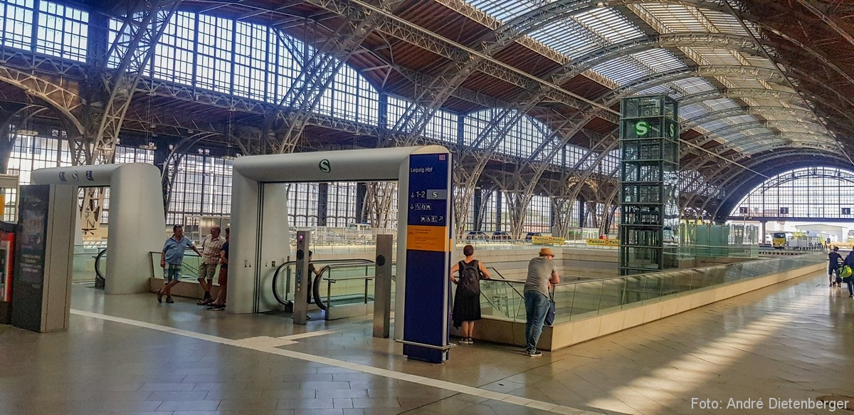 S-Bahn Abgang im Leipziger Hauptbahnhof