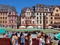 Marktplatz mit Markt am Samstag