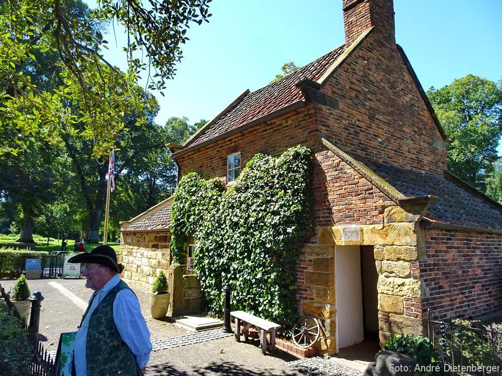 Fitzroy Gardens - Cooks\' Cottage