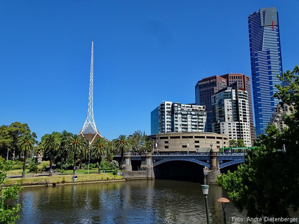 Arts Centre Melbourne and Princes Bridge