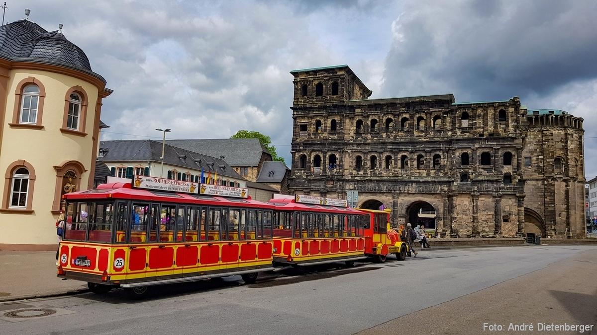 Porta Nigra mit Touri-Bähnchen