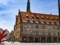 """Ulmer Rathaus mit """"Red Dog for Landois"""" von Keith Haring"""